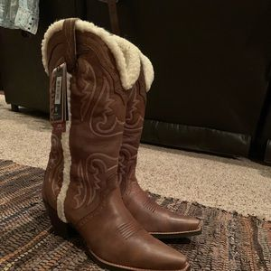 BRAND NEW Ariat Winter Inlay cowboy boots!
